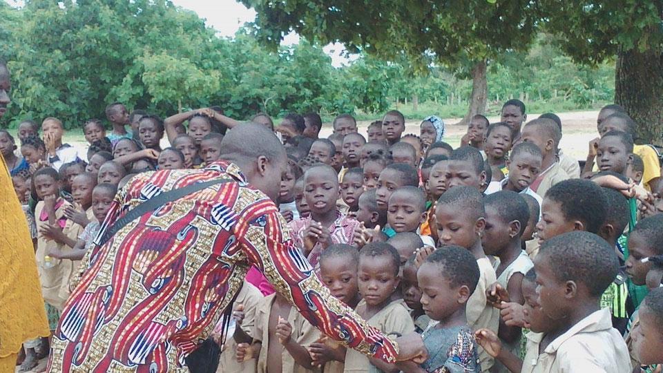 Le 26 juin 2019 les activités scolaires de l'année académique 2018-2019 se sont terminées au Bénin. Dans plusieurs écoles, les apprenants et les enseignants se sont dit au revoir dans une ambiance festive pour célébrer le début des grandes vacances.